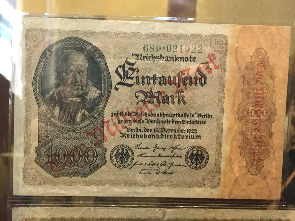 1000 Mark bill from the German Reich, which was worth one Billion Mark according to the hallmark, 1922